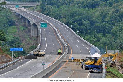 Menhub: Jalan Tol Pangkas Waktu Tempuh Logistik